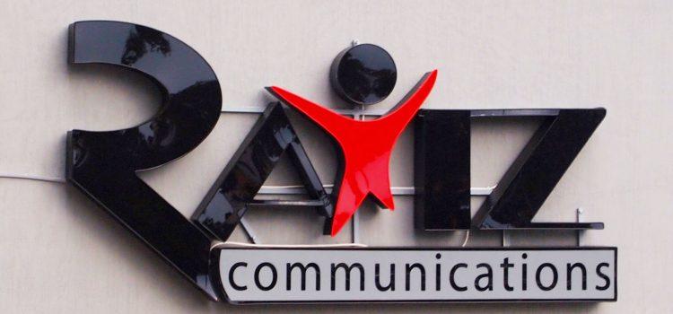 Рекламна агенция РАЙЦ-2 изготви логото си с обемни светещи букви.